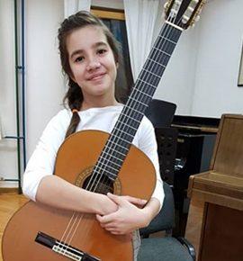 Eva Svjetličić osvojila prvu nagradu na 5. Zagreb Guitar Festivalu