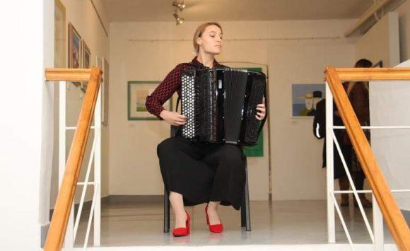 """Nastup učenika Glazbene škole Požega na otvorenju izložbe """"Ljepota lažnog sjaja"""""""