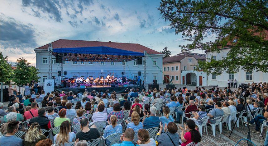 Održan je prvi Koncert ispred Katedrale u organizaciji Glazbene škole Požega