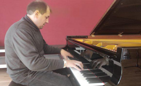 U našoj školi pijanist Konstantin Krasnitsky snimao djela Davora Bobića