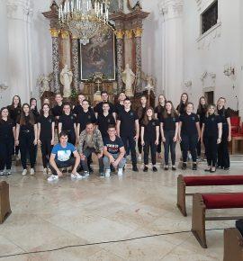 Mješoviti zbor u katedrali sv. Terezije Avilske u Požegi